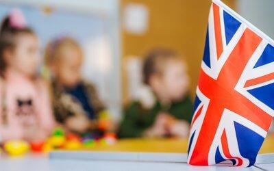 تسهيل تعلم اللغة الإنجليزية بين المتعلمين الصغار والكبار